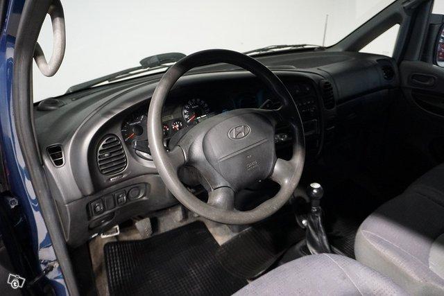 Hyundai H-1 12
