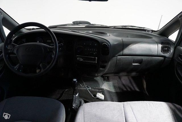 Hyundai H-1 16