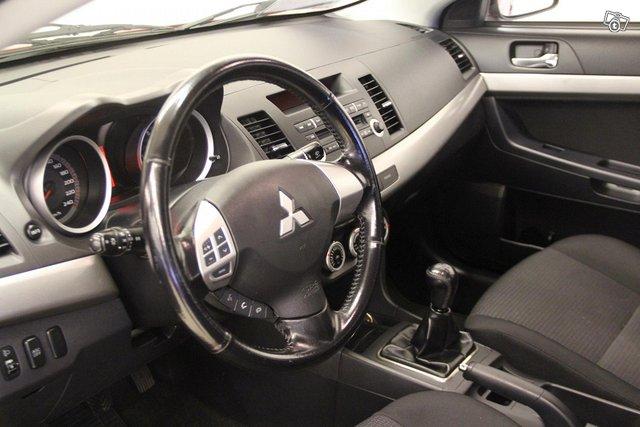 Mitsubishi Lancer 8
