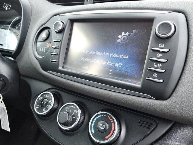 Toyota Yaris 16