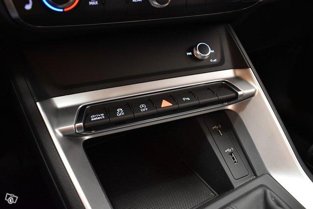 Audi Q3 25