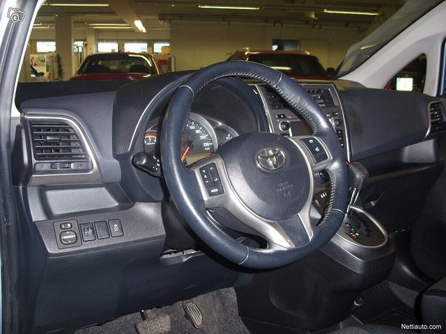 Toyota Verso-S 6