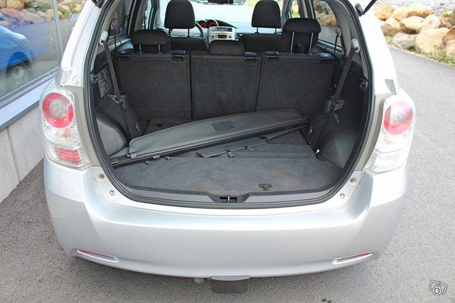 Toyota VERSO 16