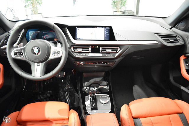 BMW 235 5