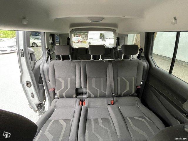 Ford Grand Tourneo Connect 18