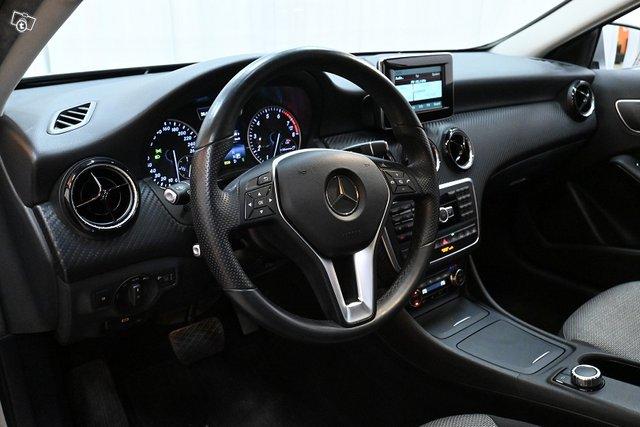 Mercedes-Benz GLA 12