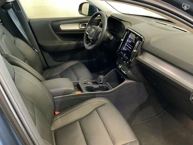 Volvo XC40 8