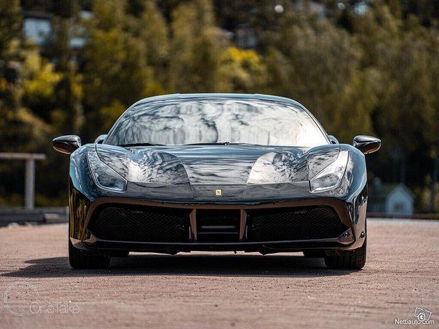 Ferrari 488 4