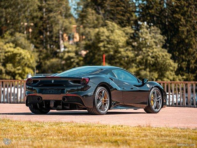Ferrari 488 10