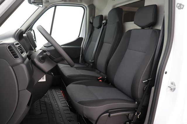 Nissan NV400 4