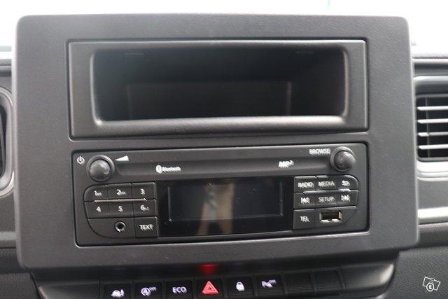 Nissan NV400 6