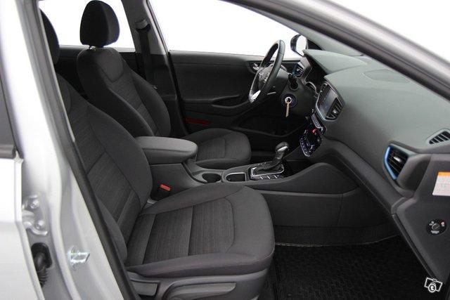 Hyundai IONIQ HYBRID 11