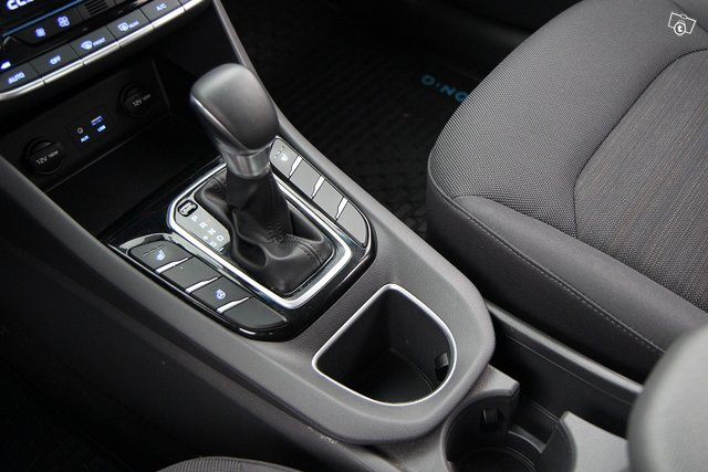 Hyundai IONIQ HYBRID 22
