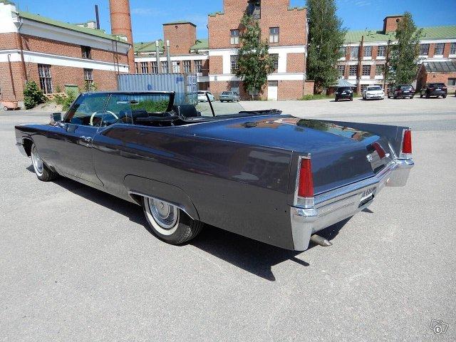 Cadillac De Ville 7