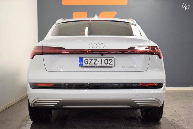 Audi E-tron 16