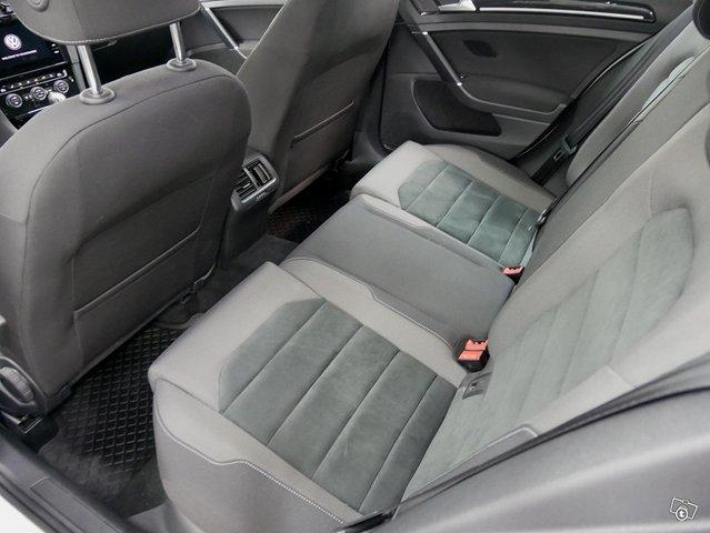 Volkswagen Golf 9