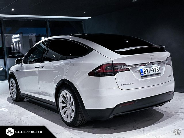 Tesla Model X 9