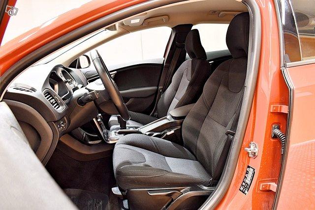 Volvo V40 11