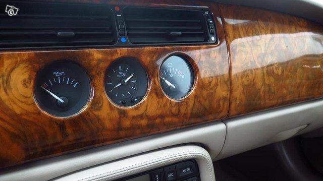 Jaguar XK 9