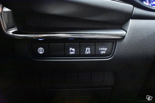 MAZDA Mazda3 18
