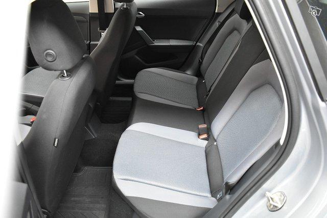 SEAT Arona 13