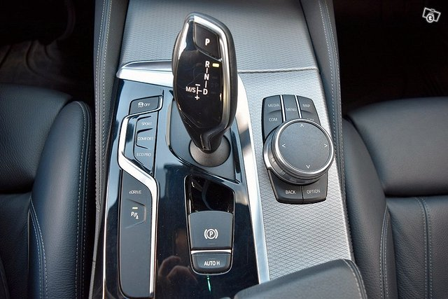 BMW 530e 12