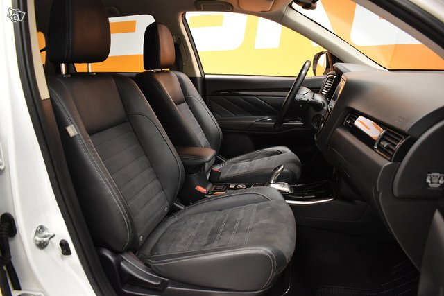 Mitsubishi Outlander PHEV 10