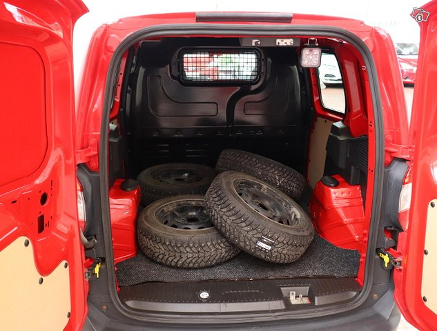 Ford Transit Courier 6