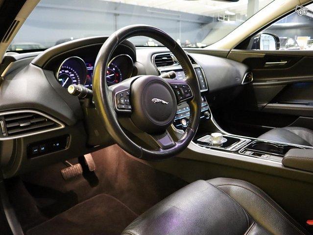 Jaguar XE 10