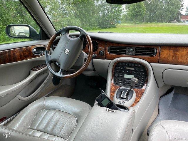 Jaguar XJ 9