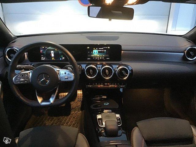 Mercedes-Benz CLA 9
