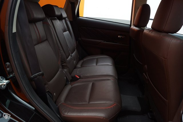 Mitsubishi Outlander PHEV 15