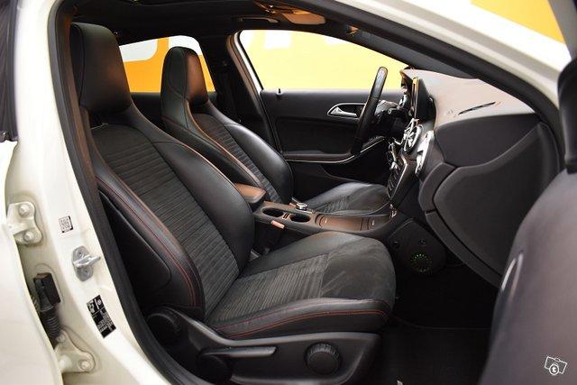 Mercedes-Benz GLA 9