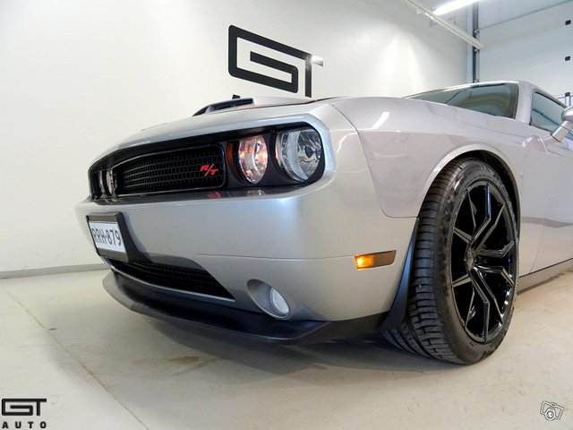 Dodge Challenger 13