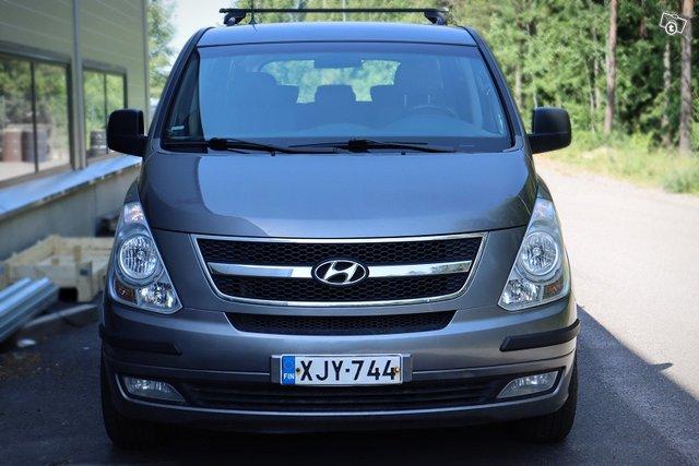 Hyundai H-1 2