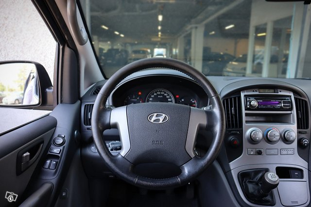 Hyundai H-1 9