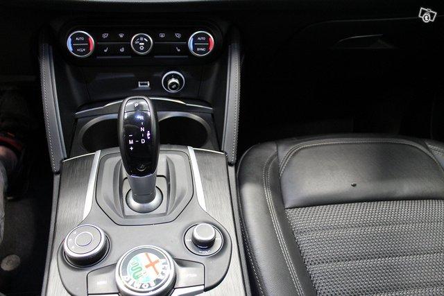 Alfa Romeo Stelvio 20