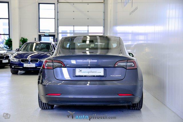 Tesla Model 3 5