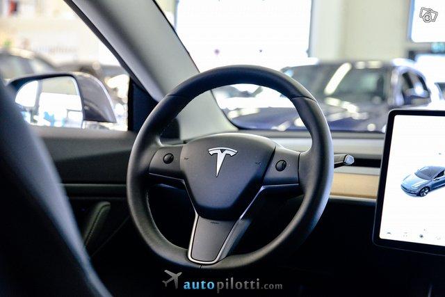 Tesla Model 3 19