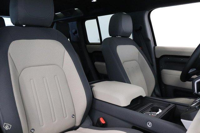 Land Rover Defender 6