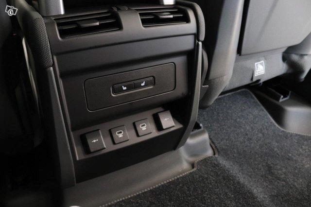 Land Rover Defender 9