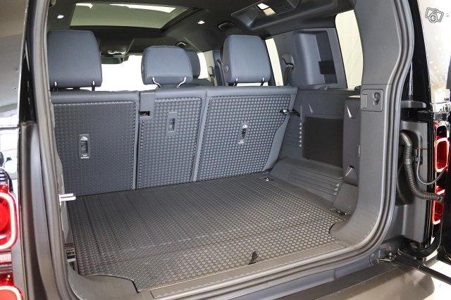 Land Rover Defender 10