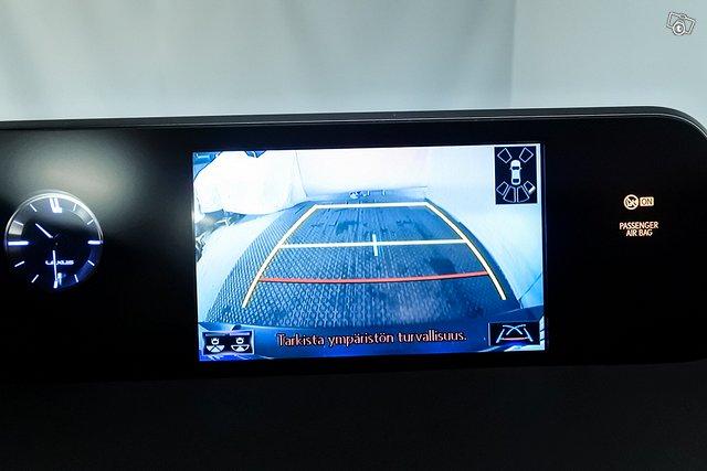Lexus UX 15