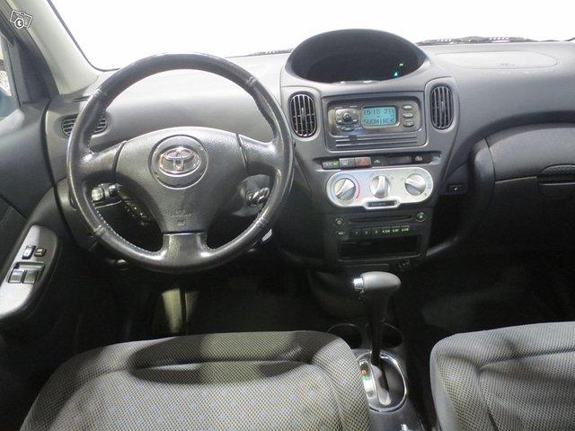 Toyota Yaris Verso 6