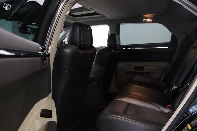 Chrysler 300C 8