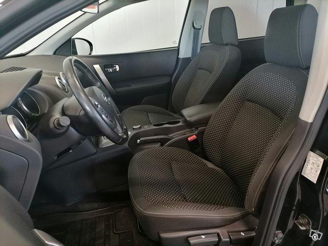 Nissan Qashqai+2 9