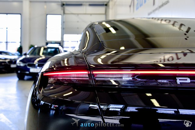 Porsche Taycan 6