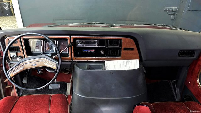 Ford Econoline 9