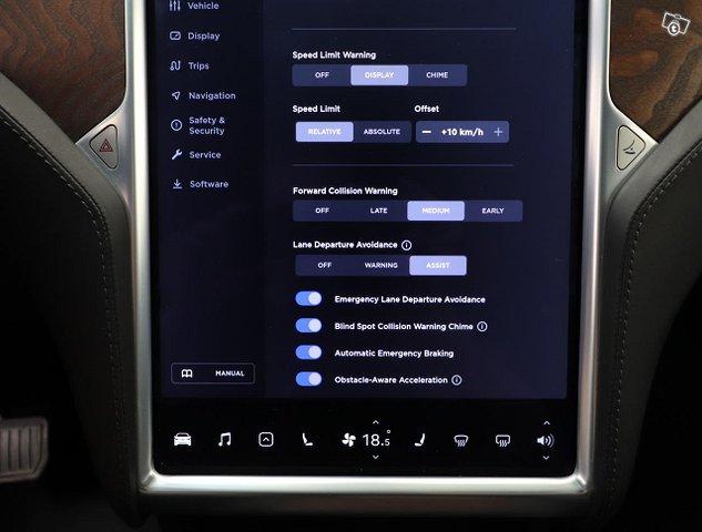 Tesla Model X 17