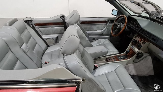Mercedes-Benz 300 8